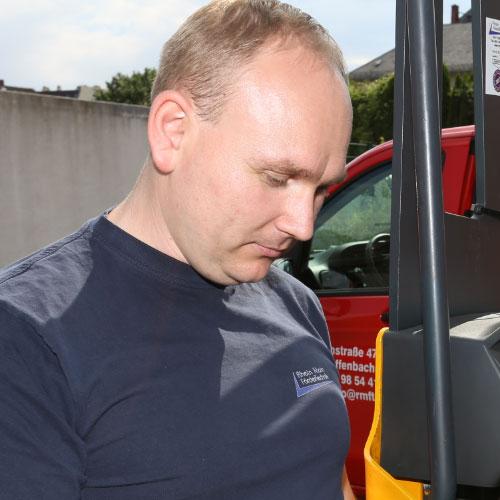 Sergei Schwarzkopf (Serviceleiter, KFZ-Mechatroniker Meister)